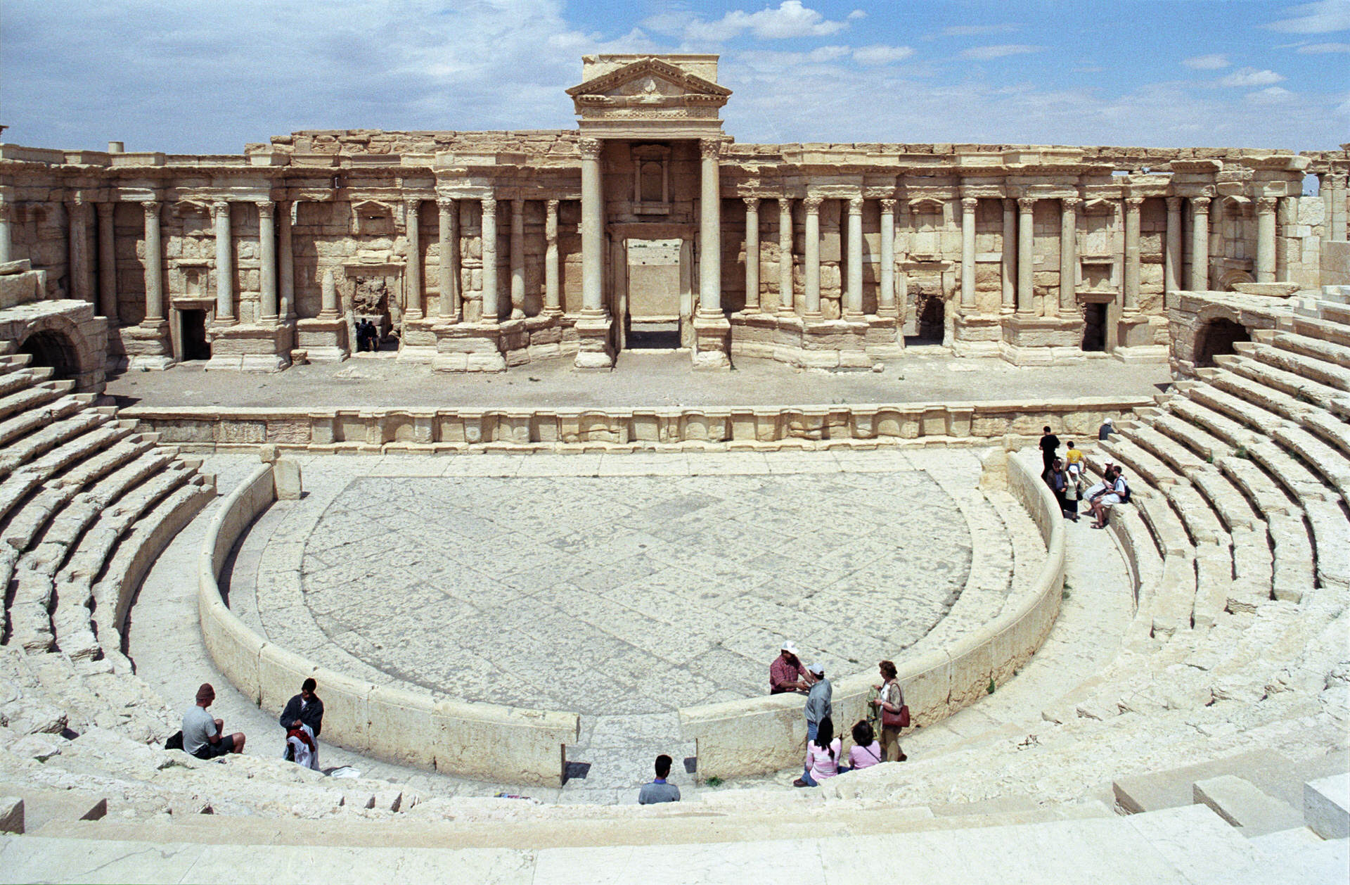 Palmyra theater02js Shocking Photos Show How An Ancient City Was Destroyed By ISIS