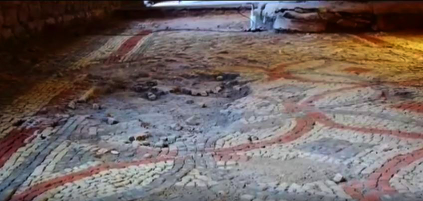 Man Accidentally Finds 1,400 Year Old Roman Villa In His Garden villa10