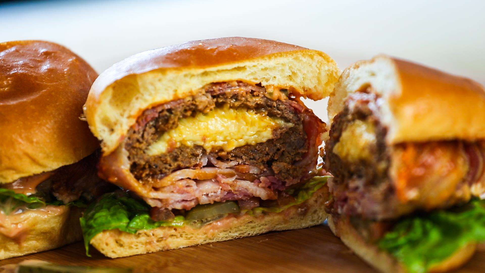 13410496 10154239392816323 965756677 o Heres How You Make Mozzarella Stuffed Bacon Burgers