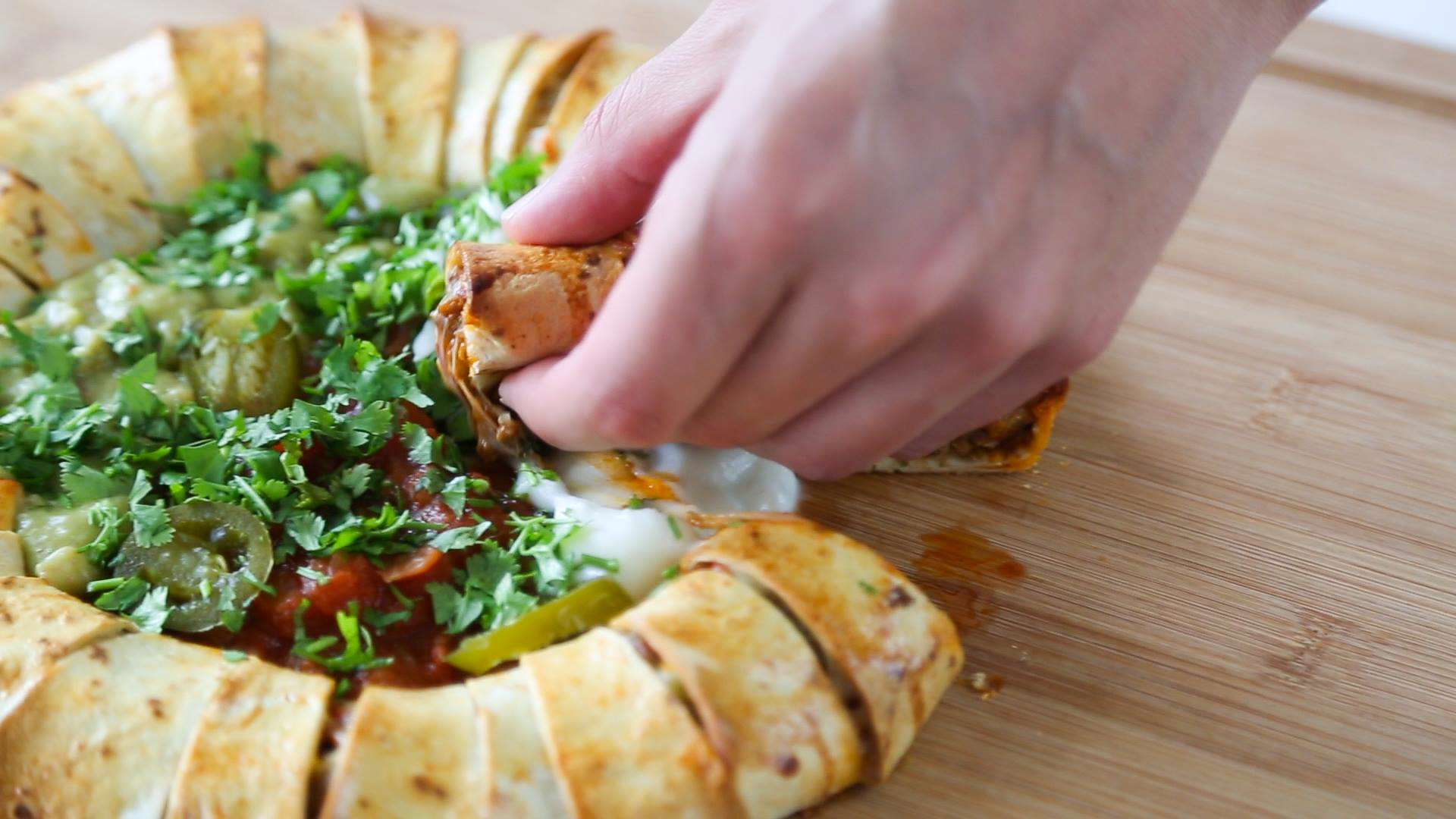 13446011 10154262058771323 965527314 o Heres How You Make A Chilli Tortilla Ring