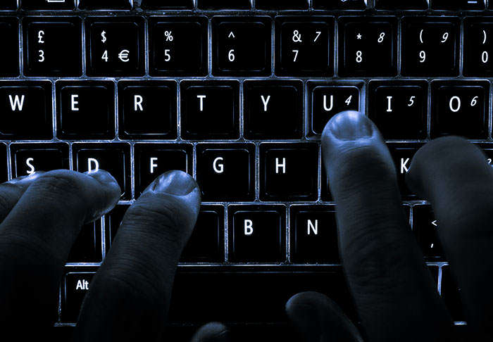 Woman Sent Picture Of Hacker Trying To Access Her Laptop, Gets Massive Surprise hack1 1