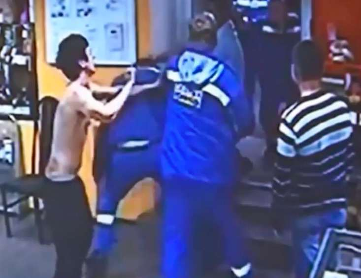 kick2 Drunk Kickboxers Start Fight With Random Guys, Doesnt Go Well
