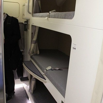 oDNBZAs 425x426 Revealed: The Secret Room On Airplanes Just For Flight Attendants