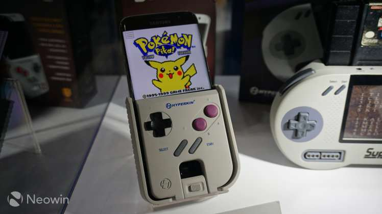 phone 2 1 This Awesome Gadget Can Turn Your Phone Into A Game Boy