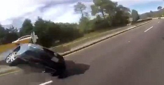35F5EE2A00000578 3674528 image a 45 1467686501020 Video Shows Moment Girlfriend Pulls Handbrake During High Speed Race