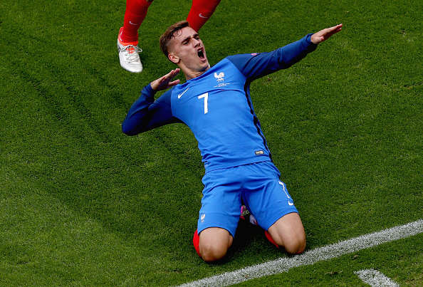 Griezmann slide celeb getty 2 Wenger Eyes Sensational Swap With World Star In, Giroud Out?