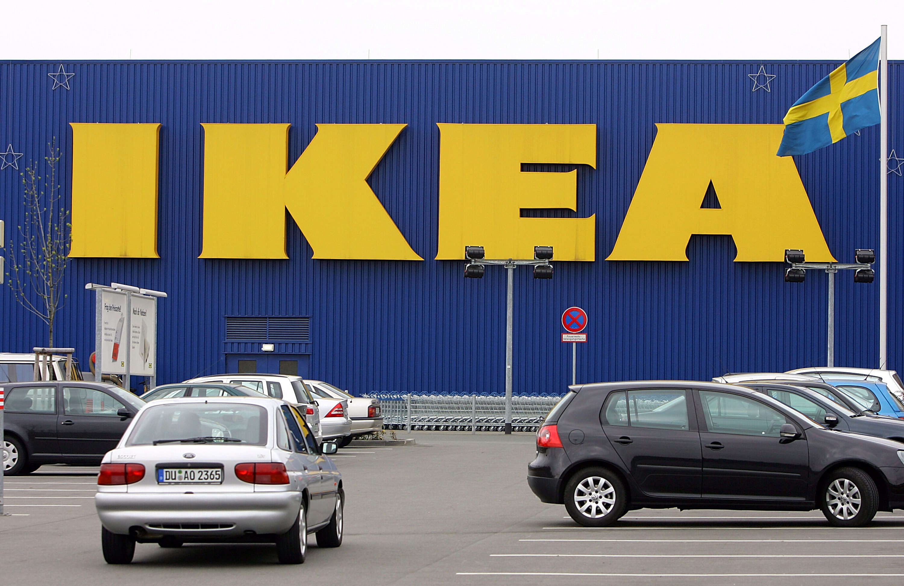 PA 15143016 Naked Girl Spotted In IKEA But Was It A Publicity Stunt