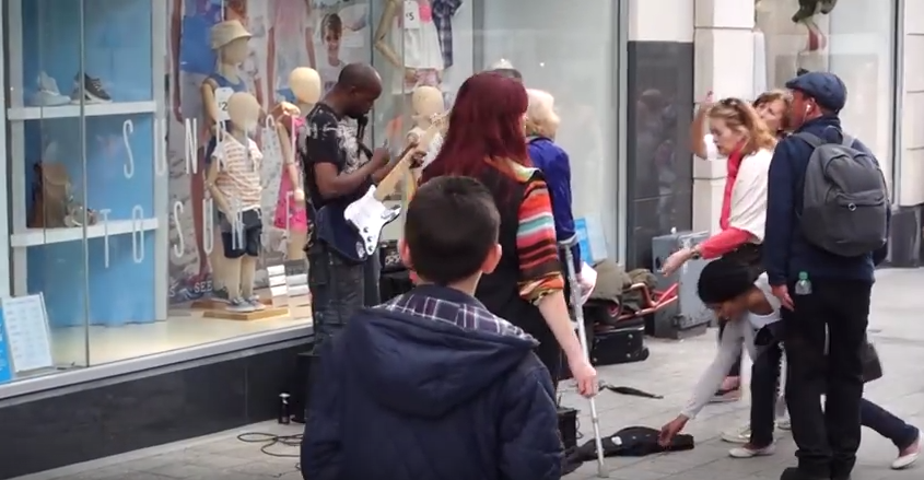 Screen Shot 2016 07 13 at 13.51.23 Brilliant Moment Crowd Shower Busker With Tips After Woman Kicks Off