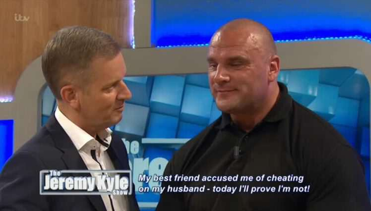 jkyle00003 e1468316538655 Jeremy Kyle Repeatedly Asks Bouncer Steve Awkward Sex Questions In Cringe Video