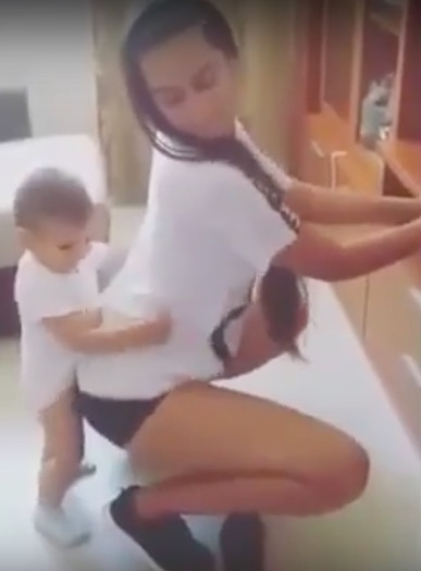 twerk1 Video Of Woman Twerking With Toddler Is Seriously Dividing Opinion