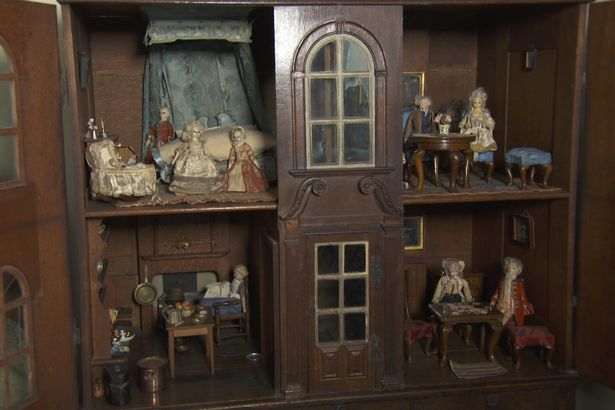 Dolls2 Antiques Roadshow Expert Goes Nuts For Super Rare Six Figure Find