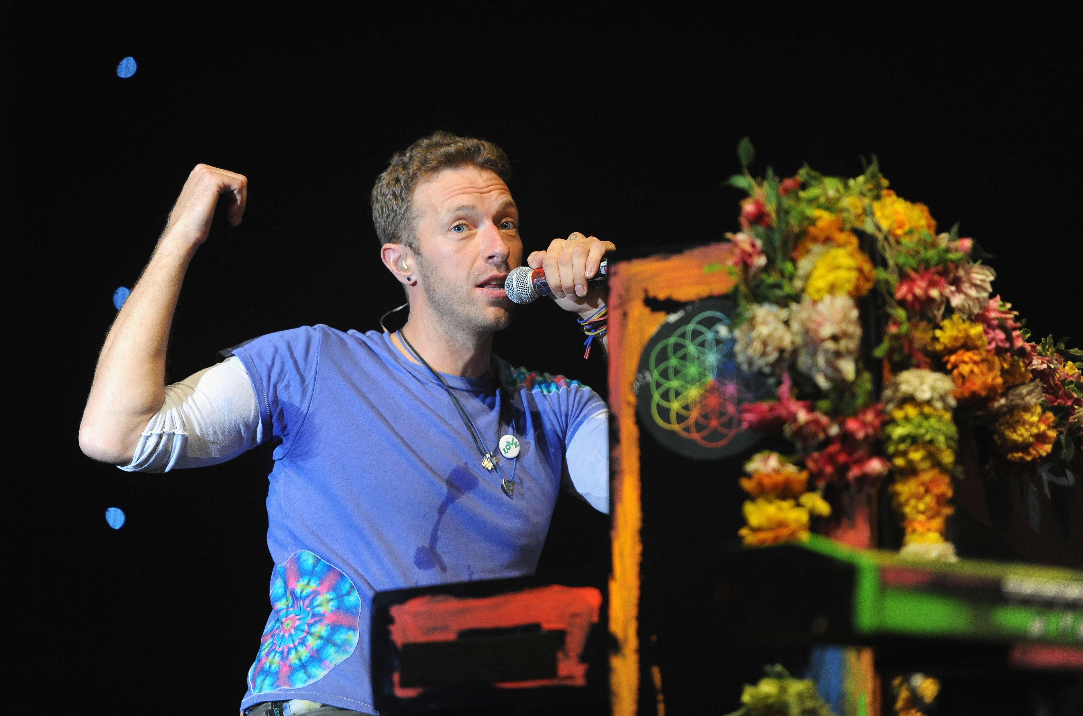 GettyImages 543491684 Heres What Chris Martin Did When A Fan Begged Him For Sex