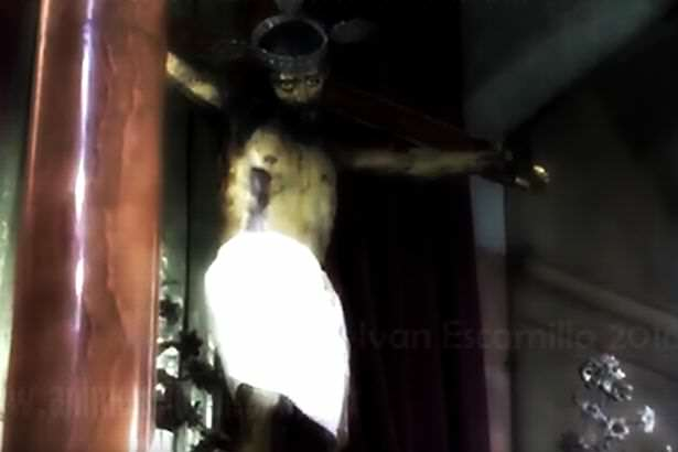 Statue Of Jesus Opens Eyes In Spooky Footage Jesus Statue opens eyes