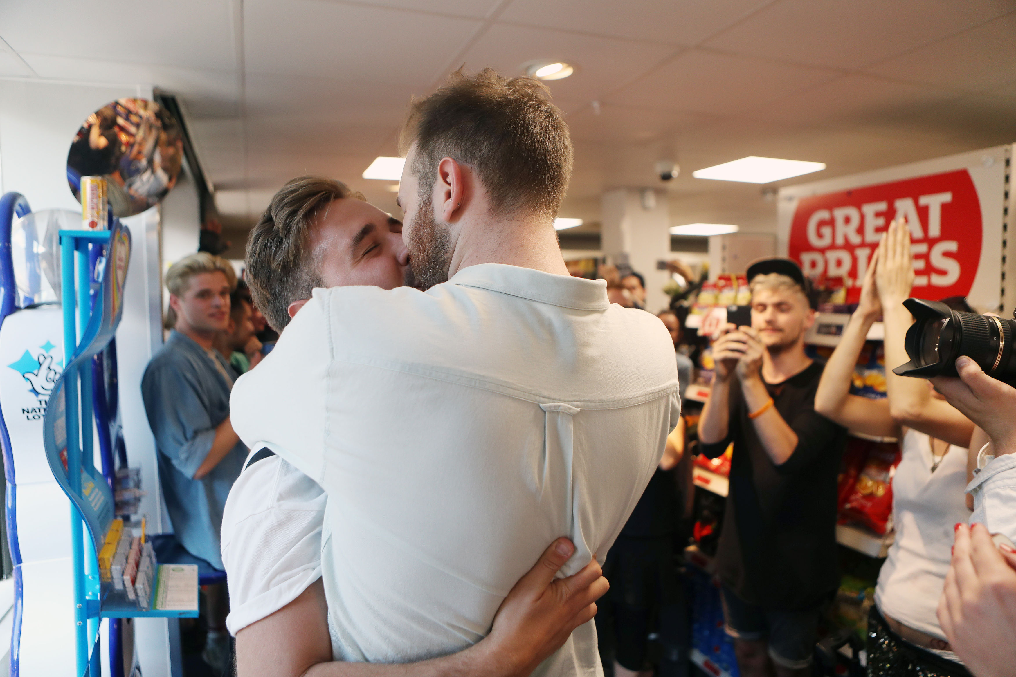 PA 28351447 Hundreds Stage Kiss In Protest After Gay Couple Kicked Out Of Sainsbury's