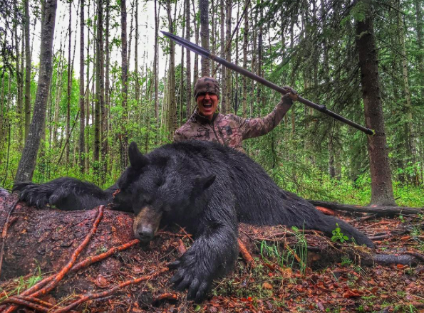 Screen Shot 2016 08 15 at 14.00.24 Hunter Shares Disgusting Video Of Him Killing Bear With Spear