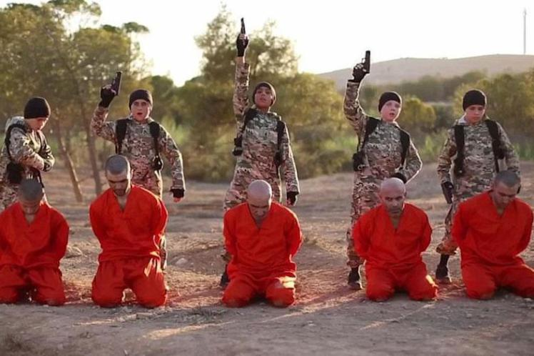 isisvid 2 Fathers Horror After Spotting British Son Executing Prisoner In ISIS Video