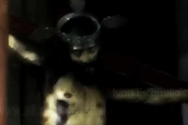 jesus 1 Statue Of Jesus Opens Eyes In Spooky Footage
