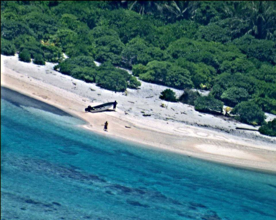 sos4 Sailors Rescued From Remote Desert Island Thanks To Hollywood Style SOS