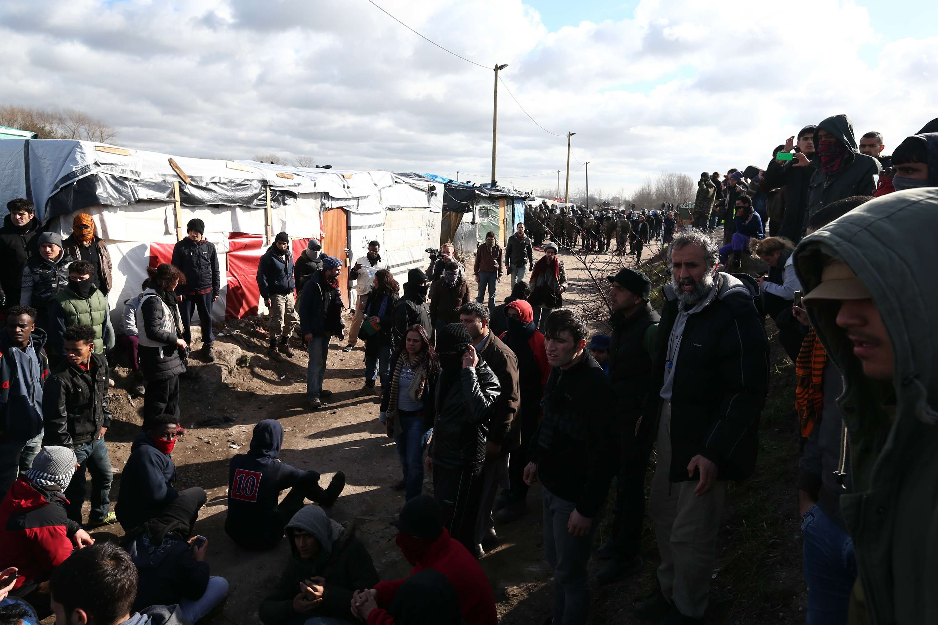 calais 1 UK To Build 13 Foot Wall To Contain Migrants In Calais