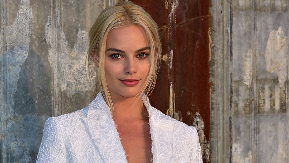 This Is How Much Men Would Pay For A Date With Margot Robbie gettyimages 487850500