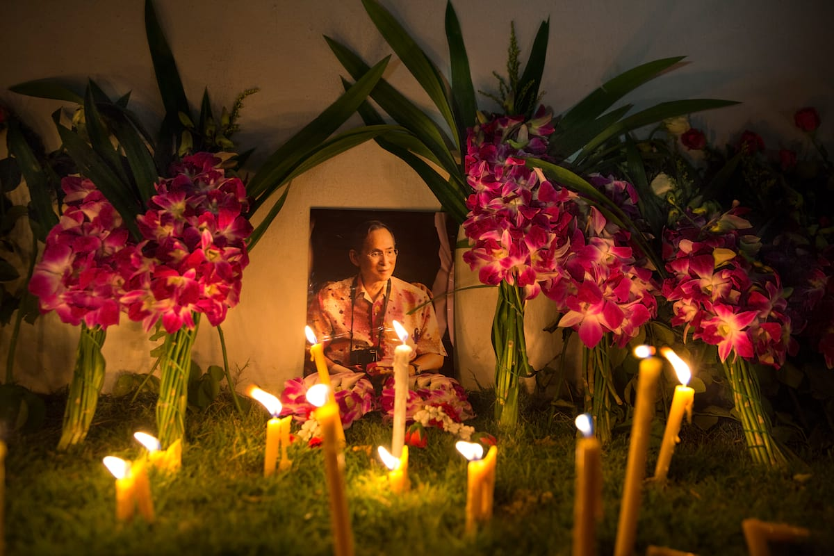 21358UNILAD imageoptim GettyImages 614900776 Heres How Thai Sex Workers Are Honouring Their Dead King