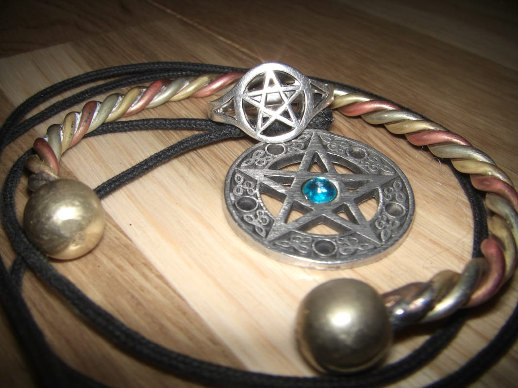 43084UNILAD imageoptim Wiccan Jewellery wikipedia Has Magic Ever Really Existed In Britain?