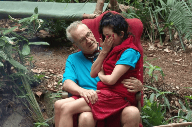 15027UNILAD imageoptim upload 11 20 2016 at 4 04 21 PM Scarlett Moffatt And Larry Lamb Get Intimate After Im A Celeb Row
