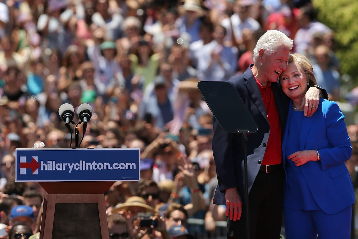 49917UNILAD imageoptim GettyImages 476997936 Photo Showing Naked Bill Clinton With Mistress Goes Viral