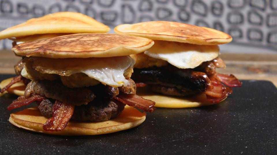 59971UNILAD imageoptim 15301343 10157836957585230 976386806 n Heres How To Make Full English Pancake Burger