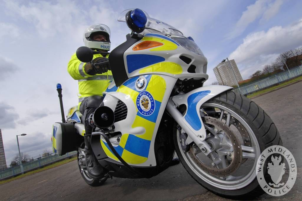 Why Police Are Scared To Stop The Moped Mugging Epidemic 60096UNILAD imageoptim police bike