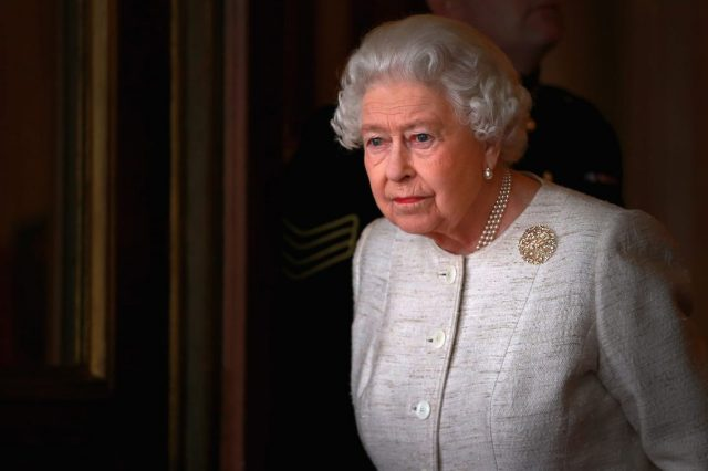 11395UNILAD imageoptim GettyImages 495597362 640x426 The Queens Illness Mystery Deepens As Buckingham Palace Refuse To Comment