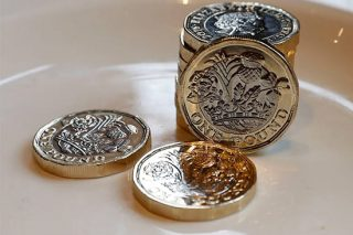 There's A Hidden Feature In The New Pound Coin That's Baffling People