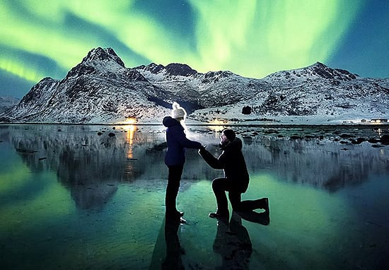 Guy Takes The Most Breathtaking Proposal Picture Ever In Front Of Northern Lights